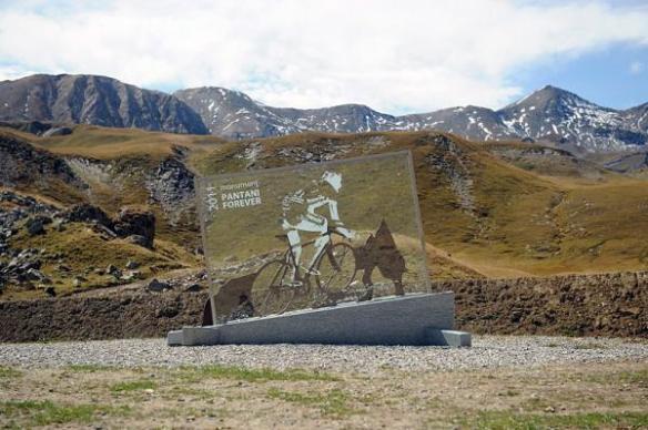 Monumento a Pantani sul Galibier